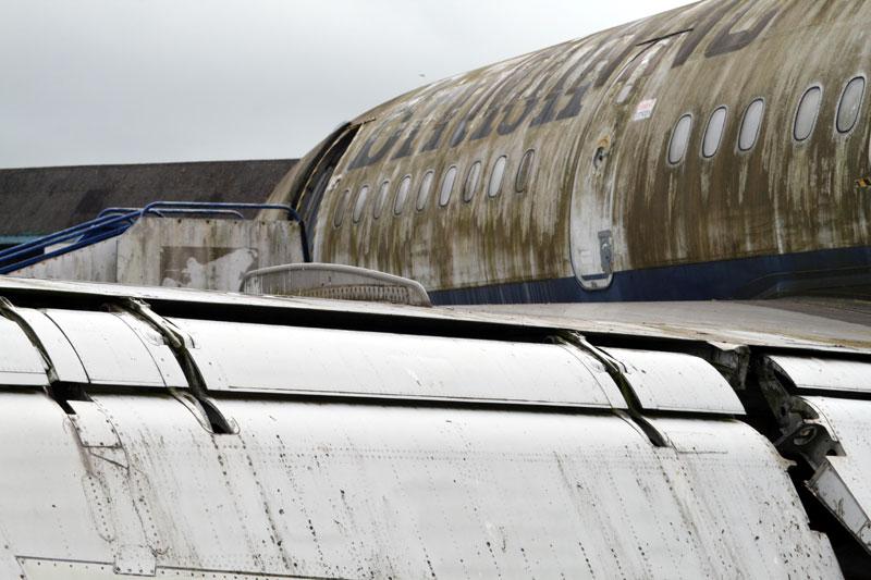 G-AVFE wing