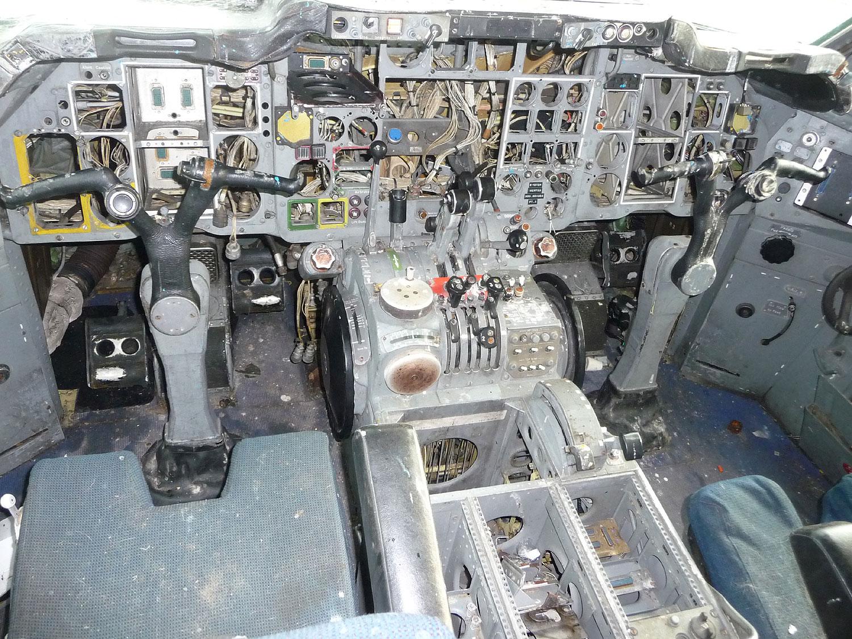 G-AVFE Cockpit